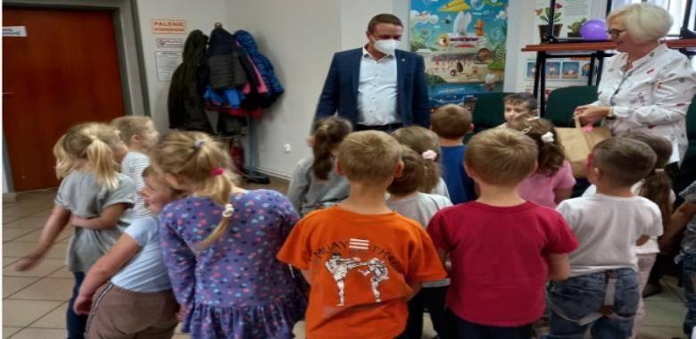 Wizyta Wójta Gminy - Piotra Szulca z okazji Dnia Przedszkolaka